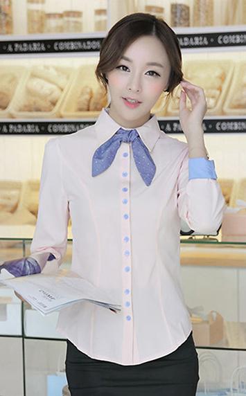 粉色领结衬衫