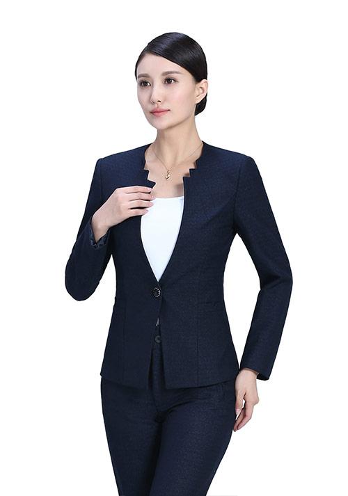 职场女性如何把西装穿得更好看?
